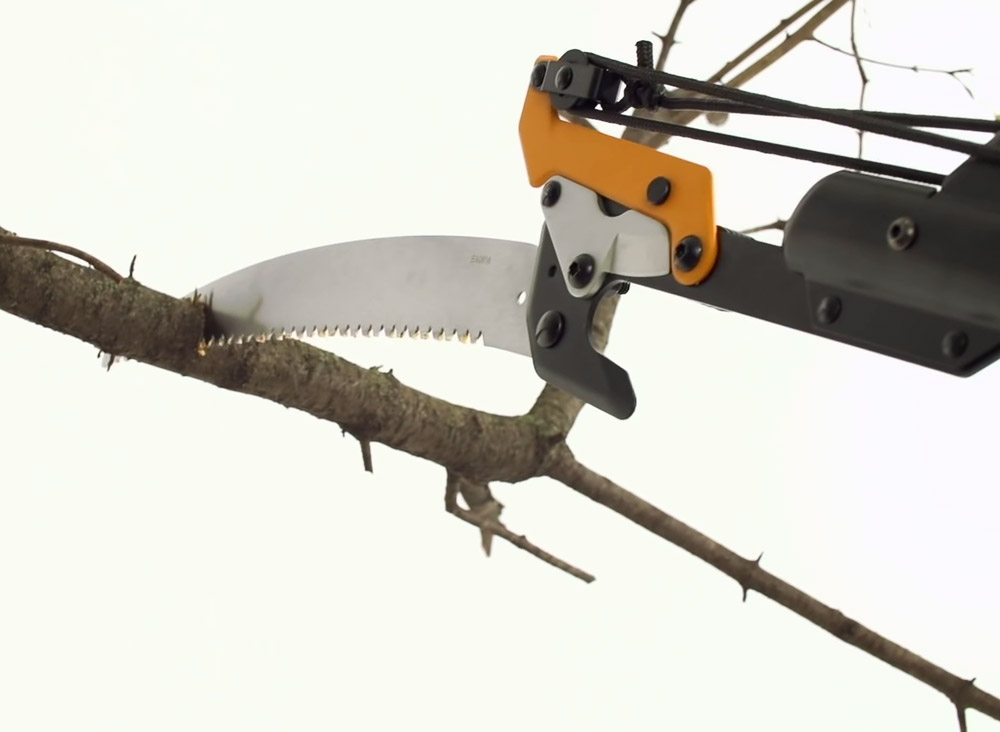 Fiskars 14 tree pruner review video incl hivefly using the woodzig blade cutting greentooth