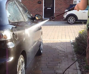 washing a car with the K 2.300